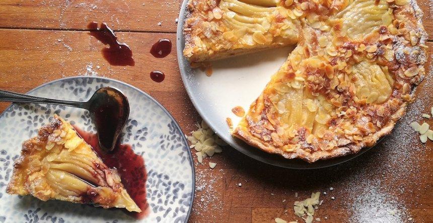 Tarta Bourdaloue de peras con salsa de vino tinto