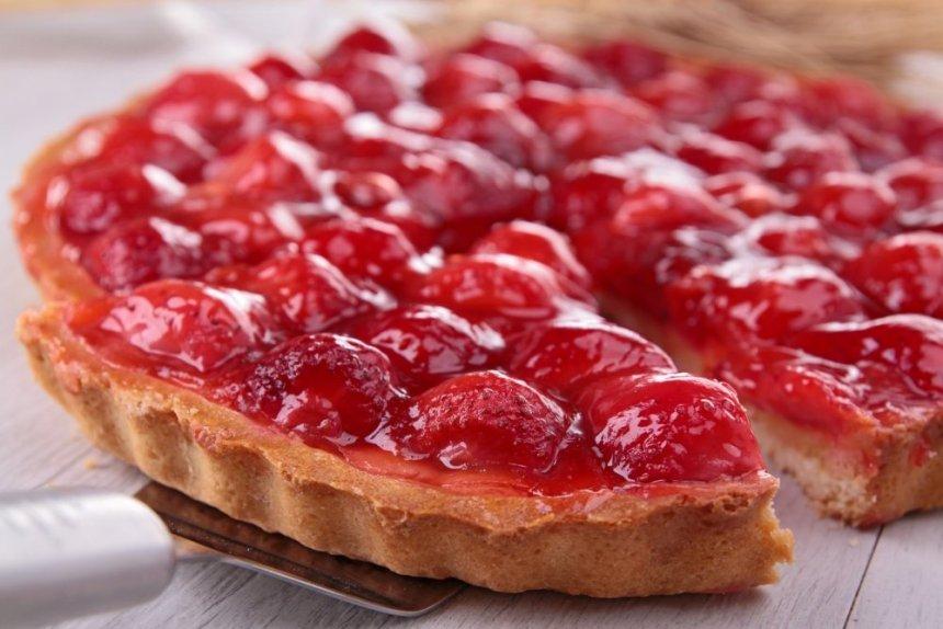 Tarta de fresones con gelatina de fresas