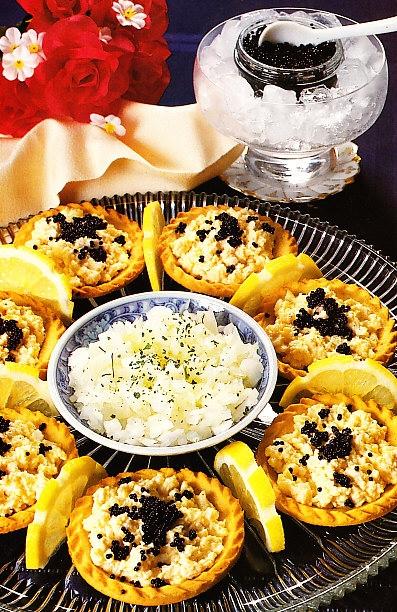 Tartaletas de huevos y caviar
