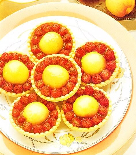 Tartaletas de albaricoque y fresas