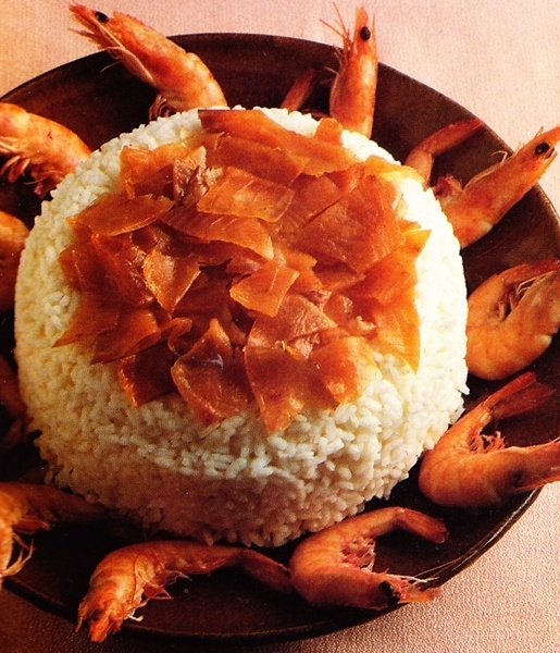 Timbal de arroz con langostinos y salmón ahumado