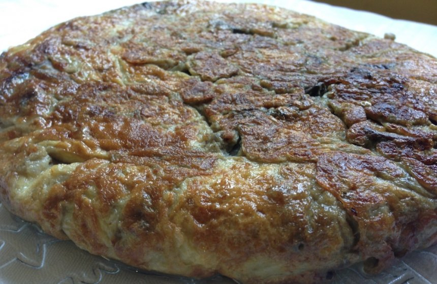 tortilla de berenjenas, cebolla y champiñones