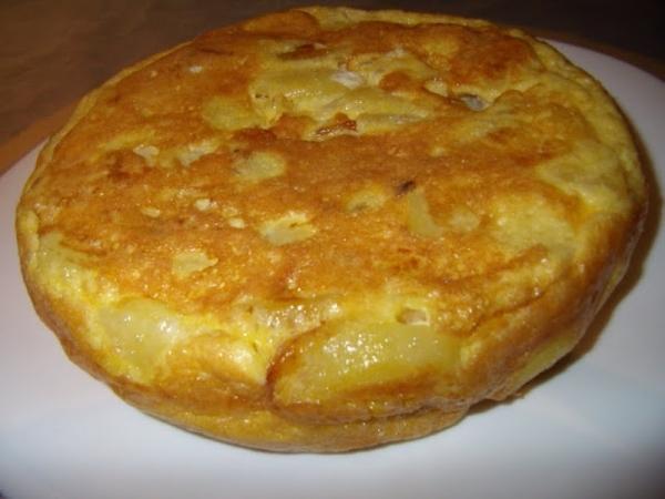 Tortilla de patatas y espárragos blancos