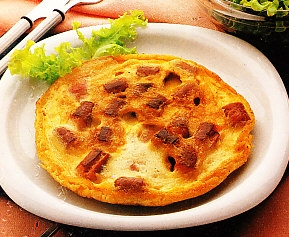 Tortilla de salchichas y bacon
