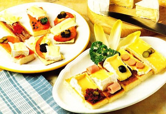 Tostas y canapés de Camembert y Brie