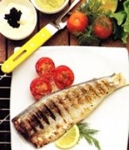 Truchas asadas con salsas de atún y de caviar
