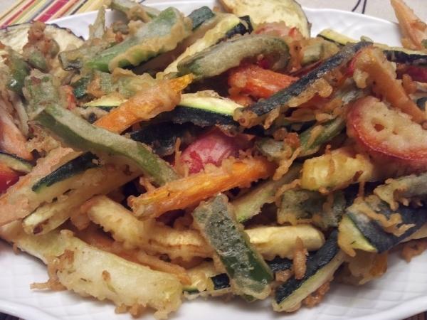 Verduras en tempura con crema de anchoas