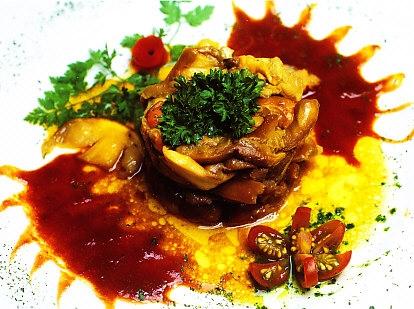 Virutillas de lomo de ciervo con amanitas cesáreas y salsa de Oporto