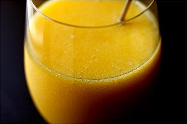 Zumo de mango y naranja