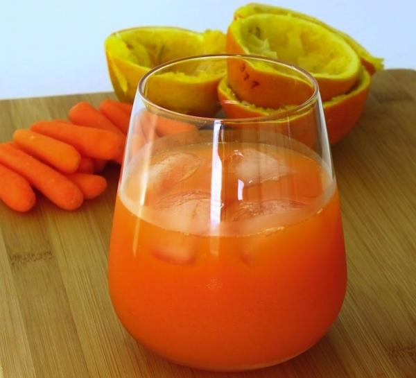 Zumo de naranja y zanahoria con miel