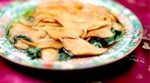 Abalone en lecho de lechuga