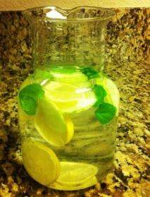 Agua de limón y menta
