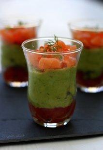 Aguacate con salsa de tomate