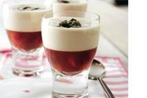 Ajoblanco con gelatina de uva Crimson y espagueti de mar