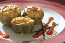 Alcachofas rellenas de centollo con salsa holandesa