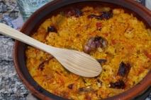 Arroz al horno con morcilla de cebolla y garbanzos