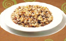 Arroz con carne y frutos secos