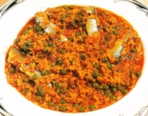 Arroz con sardinas y guisantes