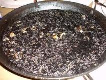 Arroz negro con sepia y calamar