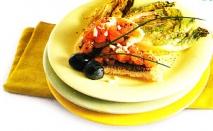 Asado vegetal con tostadas de salmón