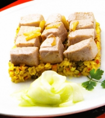 Atún con arroz y ensalada de pepino