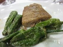 Atún con pimientos verdes