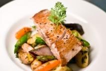 Atún con verduras asadas