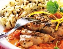 Atún marinado con salsa