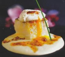 Bacalao con parmentier de patata y huevo espumado