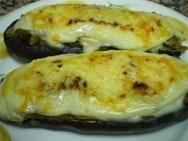 Berenjenas rellenas de pescado con salsa de mejillones