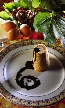 Biscuit de higos secos con salsa de chocolate