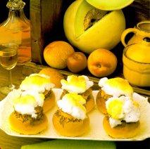 Bollos rellenos de helado de frutas