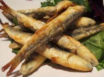 Boquerones fritos con ensalada