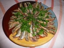 Boquerones fritos con perejil y limón