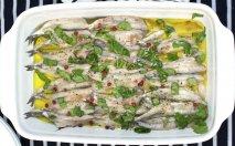 Boquerones marinados con crema de aguacate