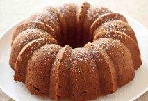 Receta de Bundt cake de fresas con nata y pepitas de chocolate
