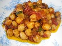 Calabacines con salsa y garbanzos