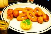 Calamares con bolitas de marisco