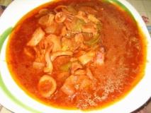 Calamares con salsa, aromatizada con orujo