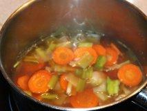 Caldo de verduras con pollo