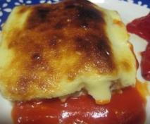 Canelones de bacalao con salsa de pimiento asado
