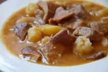 Carne con patatas y cominos