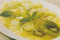 Carpaccio de piña, kiwis y limones verdes