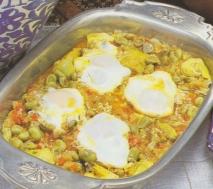 Cazuela de habas con huevos