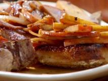 Cerdo a la sidra con patatas y manzanas