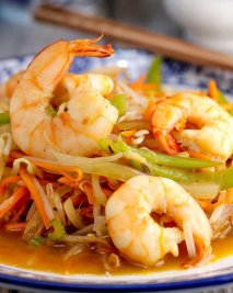Chop suey de camarones