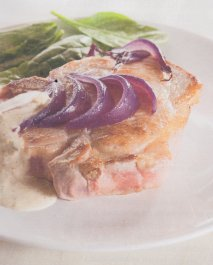 Chuletas de cerdo con cebolla roja agridulce y mayonesa de berberechos en Thermomix