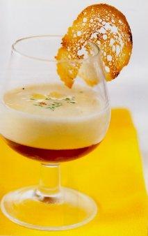 Chupito de ajoblanco con gelatina de Málaga Virgen