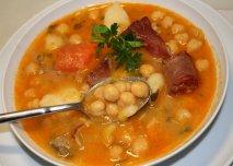 Cocido de garbanzos con verduras y chorizo en Thermomix