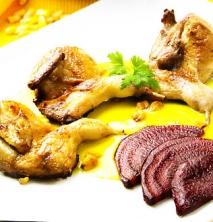 Codornices con salsa de maíz y remolacha